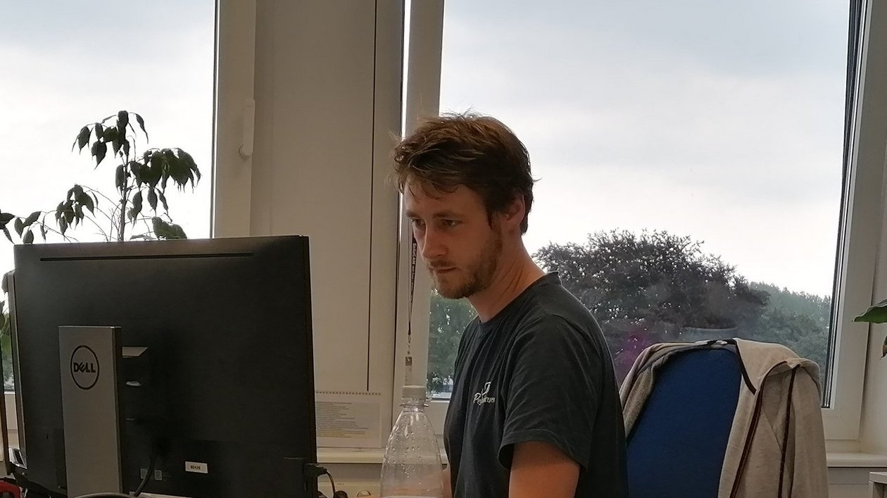 PreSales Tobias im Büro